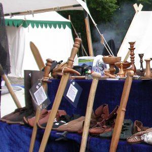 Holzschwerter und Lederne Mittelalterschuhe