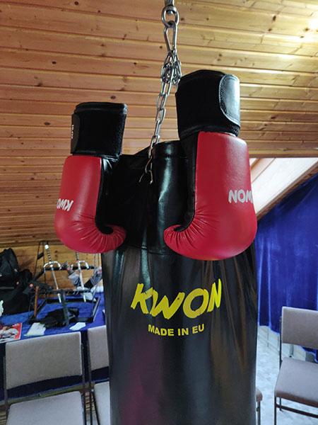 Boxsack und Boxhandschuhe
